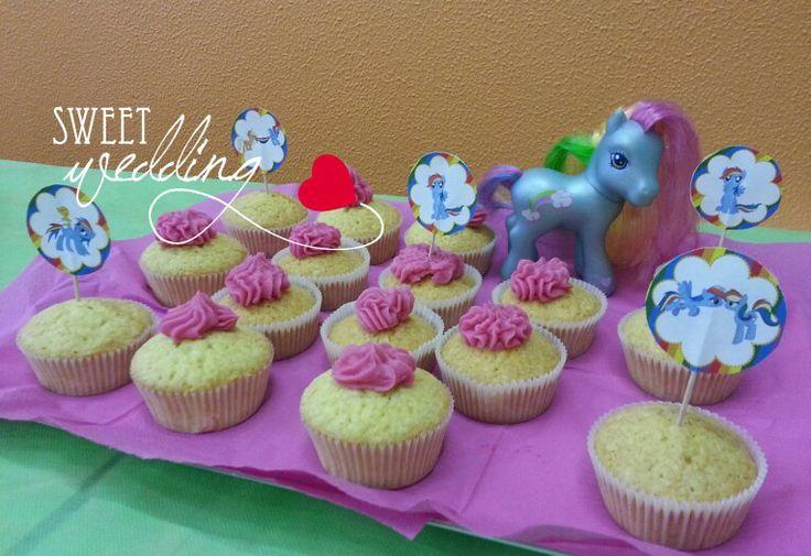 Cake cup per compleanno Mio mini Pony con bandierine arcobaleno. Contattaci per creare la tua festa personalizzata!