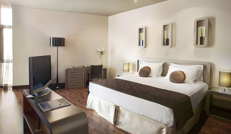 33. Hotel H10 Casanova
