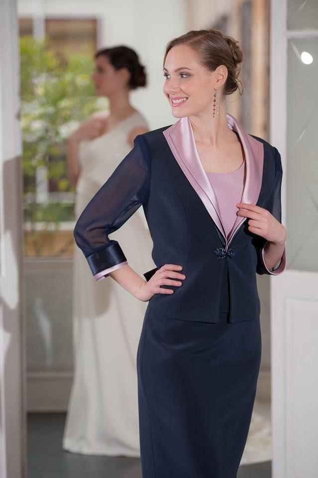 Tailleur blu con bordi in raso rosa antico