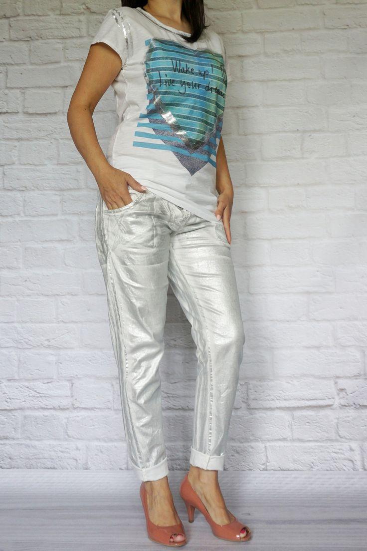 http://modana.com.pl/SPODNIEMADEINITALY,p,14142 NOWA KOLEKCJA 2015! -Zjawiskowe białe spodnie oszronione srebrem. -Przewiewne, bawełniane, bardzo wygodne. -Producent MADE IN ITALY.