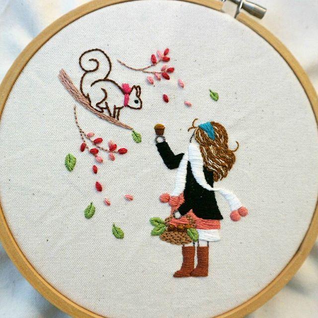 刺してはほどき、刺してはほどき...の繰り返しでやっと。 予定してた色とは最終全く違う。 刺し方も変更に変更。 女の子の髪型も変更に変更。 納得いくまで時間が本当にかかる。 刺繍って奥深いです #刺繍#刺繍部#手刺繍#ハンドメイド#手芸#糸#刺繍糸#針仕事#手芸部#趣味#embroidery#hadmade#handembroidery#자수#вышивка#broderie#bordado#女の子#リス#一眼#一眼ミラーレス#childrensillustration #children #girl