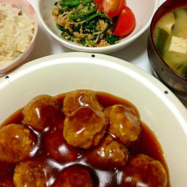 肉団子は豆腐入りでフワフワ! いつものゴマ和えに今日はエノキをプラスしたら、ウマー(・∀・) - 5件のもぐもぐ - 肉団子の甘酢あんかけ・ほうれん草とツナのゴマ和え・豆腐と茗荷の味噌汁 by ayanoayanoayano
