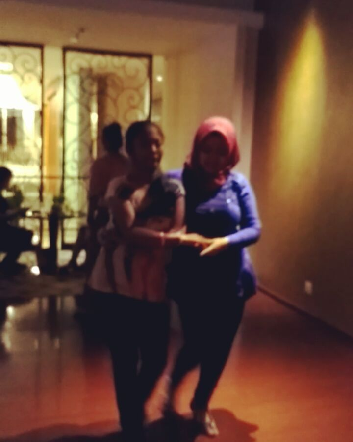 Teaching her and dance with her is a pleasure.. What a talented girl... Cc: @gloriakknanthi  #bachata #corazondelasalsaindonesia #salsajogja #salsaindonesia #salsa #bachata #kizomba #linedance #latin #salsaclass #socialdance #socialdancing #dance #dancing #move #movement #art #sport #practise #routine #jogja #yogyakarta #indonesia #student #learn http://butimag.com/ipost/1558460852380851265/?code=BWgw-Neg1xB