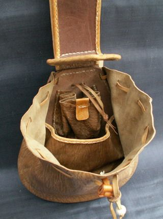 17th Century Belt Purse - thinking this would make a great fire kit bag with a folding knife/multi tool inside.  Room for a few other odds and ends