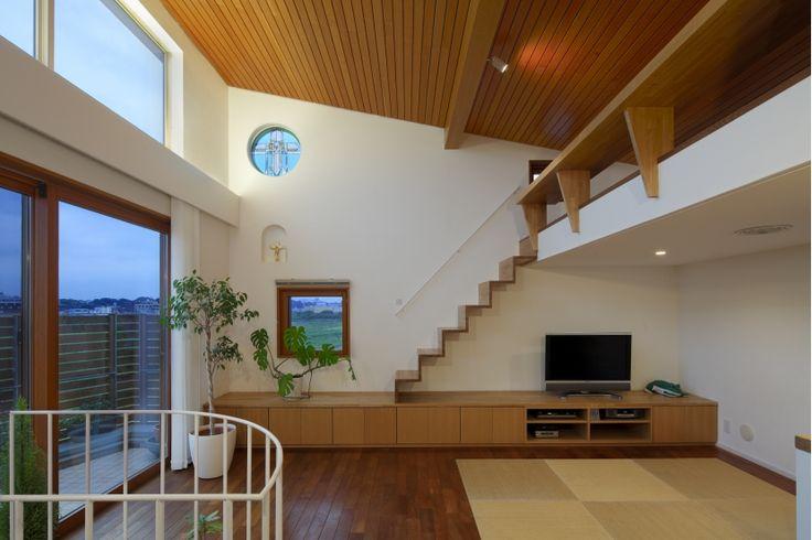 ロフトのあるリビング(眺めの良いルーフテラスの家) - リビングダイニング事例 SUVACO(スバコ)