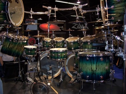 DW Drum kit. Complete with 9000 series hardware. - very nice finish -