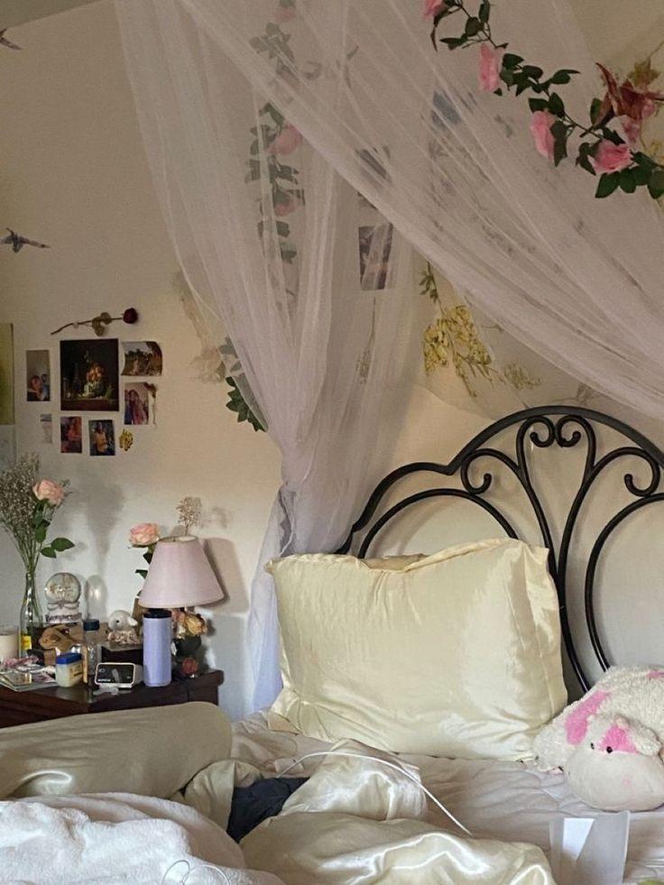 Dream Rooms, Dream Bedroom, Room Ideas Bedroom, Bedroom Decor, Bedroom Inspo, Cute Room Ideas, Indie Room, Pretty Room, Aesthetic Room Decor