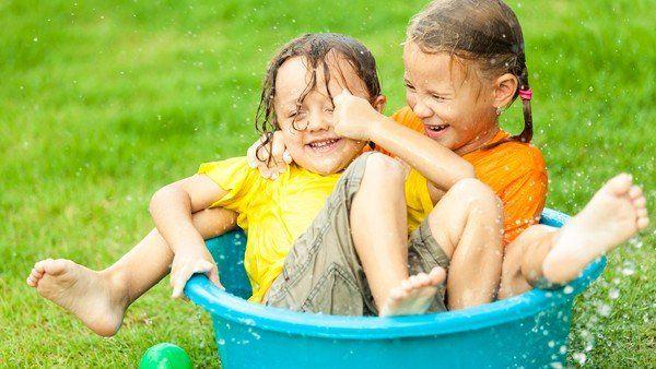 Originales y creativos juegos con agua para proponerle a los chicos. Bombitas, mangueras, hielo, pistolas y vasos. ¡Para no aburrirse! Electronics Sale, Hd Led, Fun Activities For Kids, Activity Ideas, Family Matters, Latest Gadgets, Happy Kids, Big Kids, Summer Fun