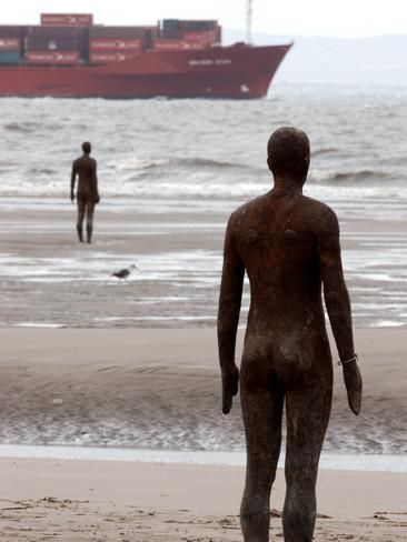 Another Place by Antony Gormley, Body Cast of Artist, Liverpool, UK Fotodruck von O'toole Peter bei AllPosters.de
