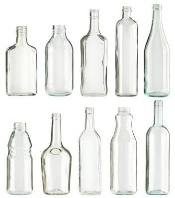 Cómo taladrar un agujero en una botella de vidrio | eHow en Español