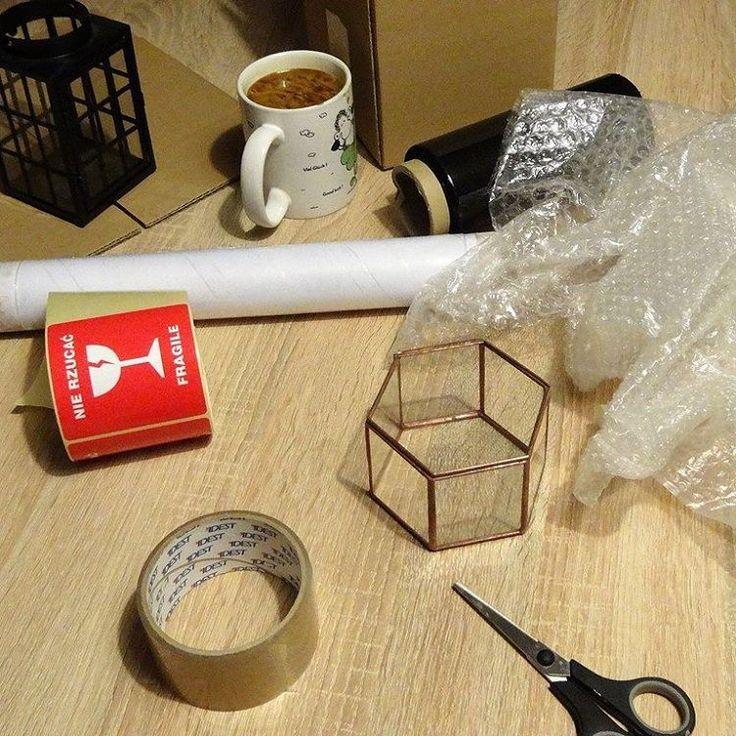 Pakowanie zamówień.  Teraz tylko nie pomylić paczek   #glass #glassbox #weddingringbox #lantern #packing #handmade #stainedglass #dawanda #rękodziełokwitnie #rękodzieło #pakowanie #pudełkonaobrączki #latarnia #witraż #glasswoodme