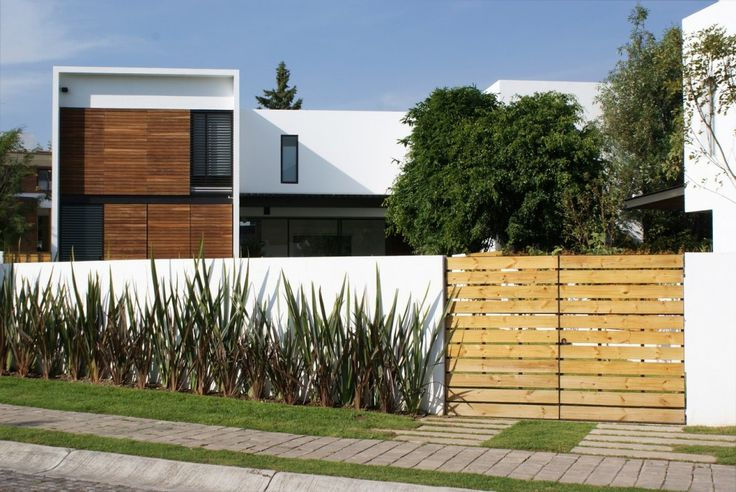 Modern Home Exterior Of Casa ATT By Dionne Arquitectos With Fence Garden Wall And Slatted Wood Plank Door Gate Design Ideas: Impressive Modern Home Design, Casa ATT by Dionne Arquitectos