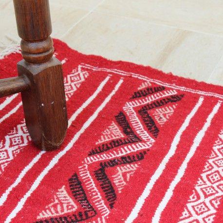Margoum Rouge et leurs couleurs chaudes illustrent parfaitement cette caractéristique car ils sont capables de créer un look unique dans quelle pièce. Retrouvez toute notre collection ici   👉   http://www.buyberber.com/12-tapis