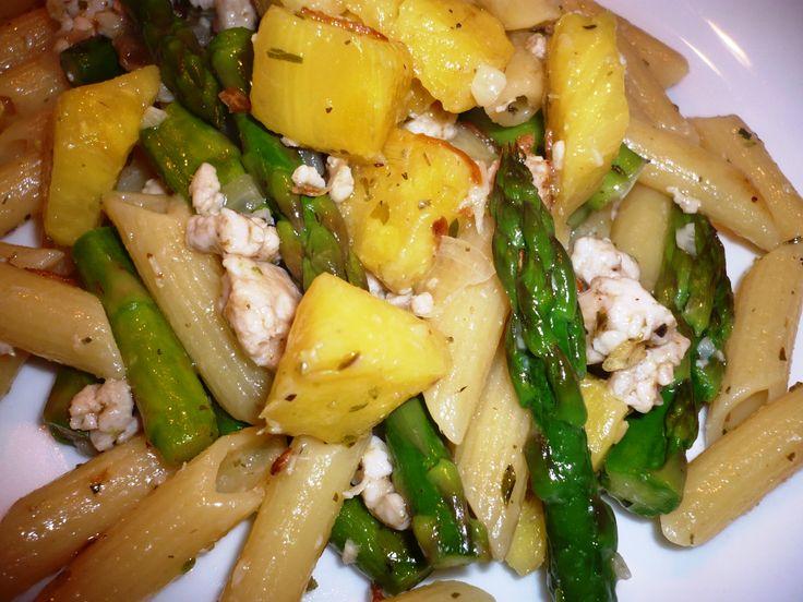 Penne met groene asperges, ananas en kruiden en specerijen...smakelijke groet, Tammy Wong - Koken Met Specerijen