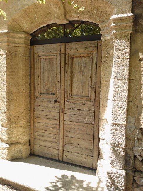 exemple de restauration d'une porte d'entrée ancienne en chêne 2 vantaux