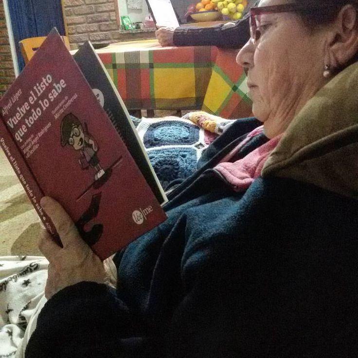 A la madre de Nandy Recio los Reyes Magos le han dejado (entre otros regalos) el libro Vuelve el listo que todo lo sabe  de Alfred López
