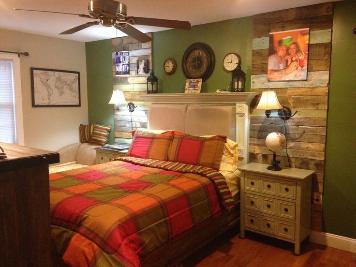 Bedroom pallet wall