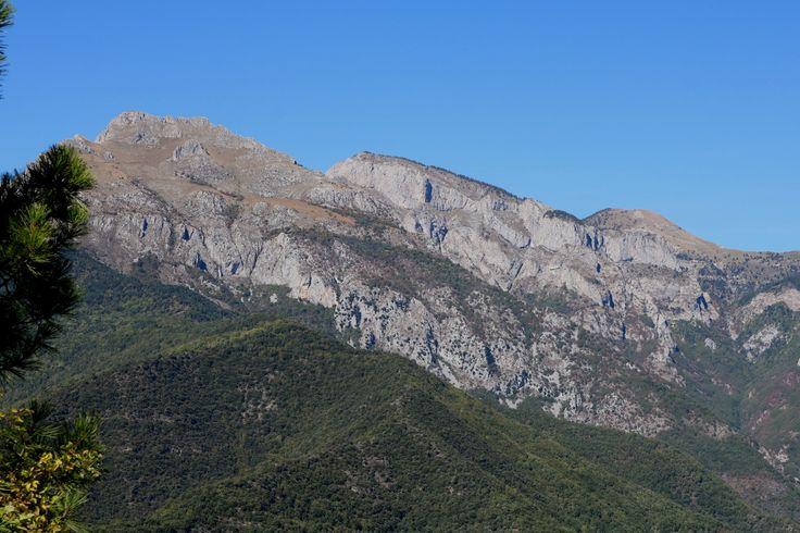 Una vista sulle Alpi Marittime (Toraggio, Pietravecchia, Grai) da Castelvittorio (IM), Località San Sebastiano