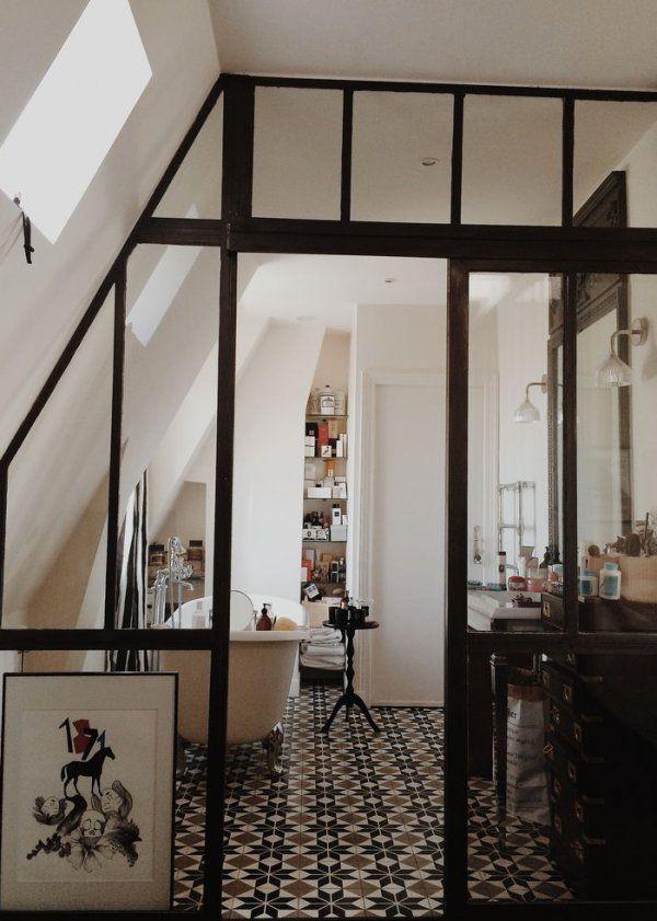 Big industrial windows in the bathroom / Verrière: une cloison vitrée dans la salle de bain - Marie Claire Maison