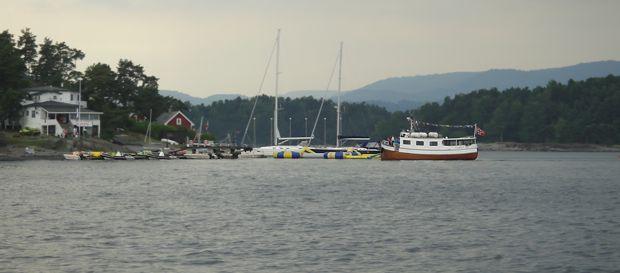 På vei tilbake. Rutebåten «Rigmor» anløper Tomm Murstads Sjøleir på Høyerholmen.