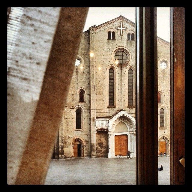 @casarinigiulia Bologna, Piazza San Francesco dietro la tenda | #myER_andMe: foto finaliste