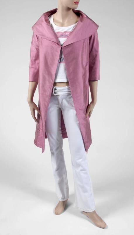 pink silk linen overcoat, worn by Brittany Murphy in Love and Other Disasters (Europa Corp., 2006).
