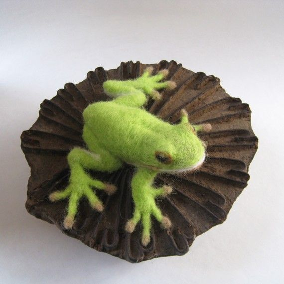 Hey, I found this really awesome Etsy listing at https://www.etsy.com/listing/103373324/greenie-the-green-tree-frog-needlefelted