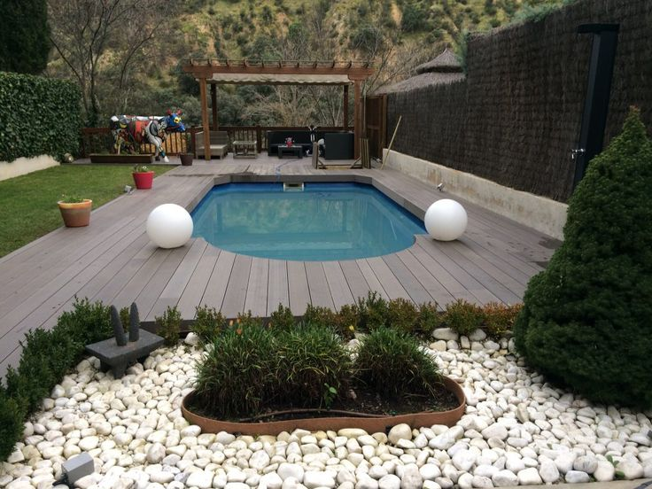 Tarima de exterior sintética para piscinas madrid