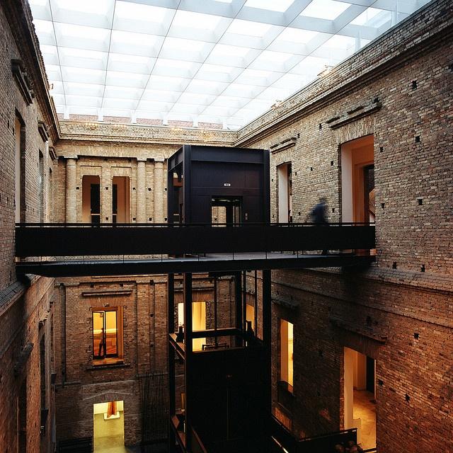 Elevator cage (@Museu de Arte Pinacoteca do Estado, São Paulo)