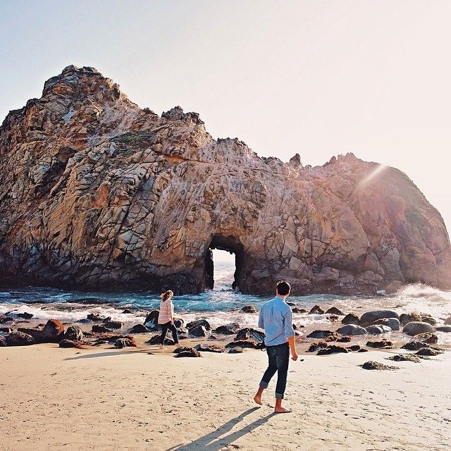 Pfeiffer Beach, USA Photo by travayl
