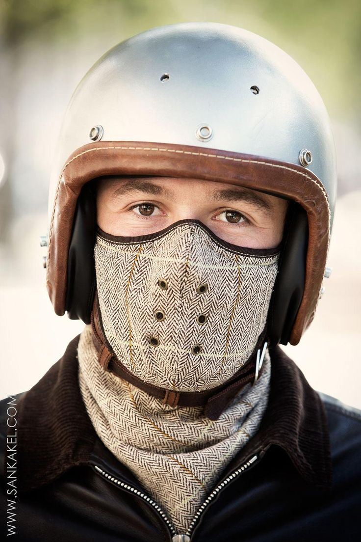 This black neck face mask is ideal for motorcyclists, cyclists, skiing, fishing, hiking and for winter use!