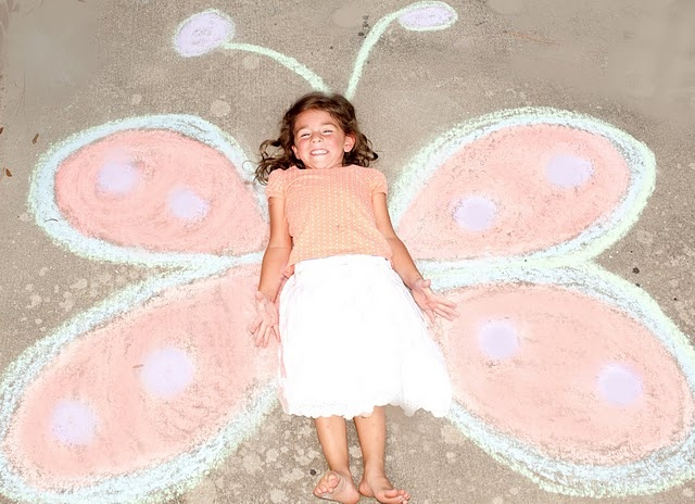 Cute photo ideas - madison would have fun with this.