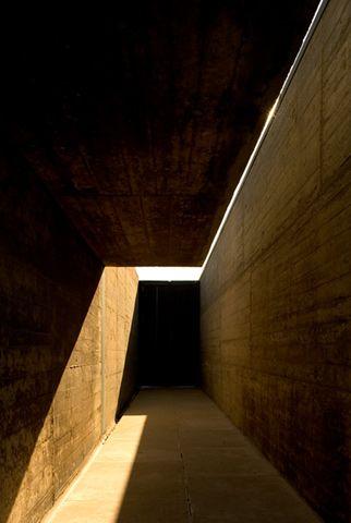 Alvaro Siza - L'entrée des piscines au nord de Porto. Magnifique. So much to look at in this!