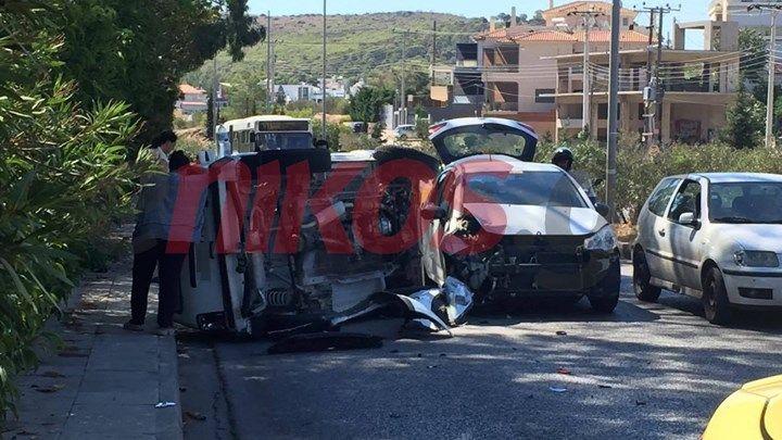 Τροχαίο ατύχημα στη Βάρη - ΦΩΤΟ αναγνώστη