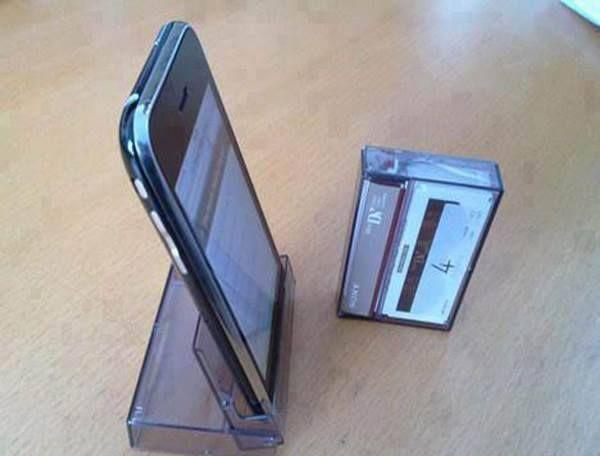 ♠ Dock pour smartphone avec un boitier de cassette audio. Testé et approuvé by Vriss de Kalnor ^^ ♠