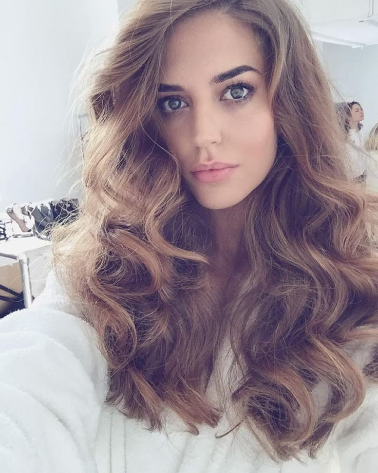 Stunning Clara Alonso with loose curls hairstyle. #hairstyle #curls #claralonso