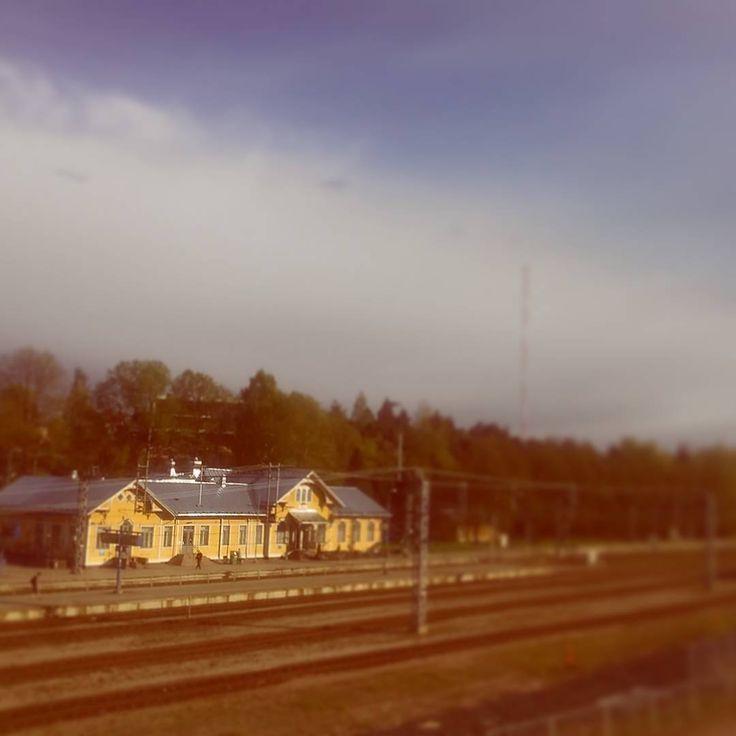 Nice and calm in Karis this evening. #trainstation #karis #karjaa #visitraseborg #yellowbuilding #railwaystation #evening #finland #igers #igersfinland #weareinfinland #thisisfinland #instalike #instarail #weather #outforawalk #niceevening #instafinland #raseborg #nordensparis #traintracks #outdoors #instapic #instaphoto #photo