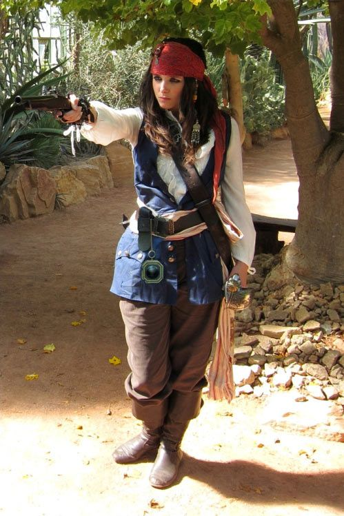 DIY Female Pirate Halloween Costume Idea