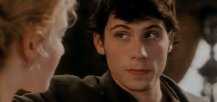 young (early 20's), clean cut Jeremy Sisto, circa 1997. This smile http://blog.zap2it.com/pop2it/assets_c/2012/09/kate-winslet-jeremy-sisto-titanic-screen-test-thumb-315xauto-45049.jpg seen a couple of times here http://movies.yahoo.com/blogs/movie-talk/exclusive-kate-winslet-titanic-screen-test-184230941.html (@ 1:51, 2:23, 2:26, 7:23, & 7:59)