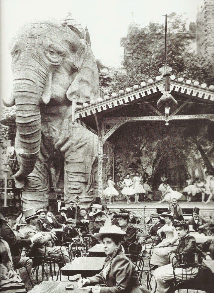 VINTAGE PHOTOGRAPHY: Gardens of the Moulin Rouge, Paris 1900