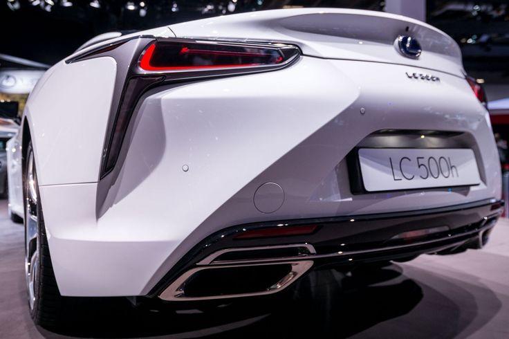 Podsumujmy najważniejsze nowości Lexusa: UX - SUV przyszłości, rewolucyjne Kinetic Seat, odświeżony IS, nowy NX Sport i LC500h w olśniewającej bieli. http://exumag.com/paryskie-targi-motoryzacyjne-najistotniejsze-nowosci-z-pawilonu-lexusa/