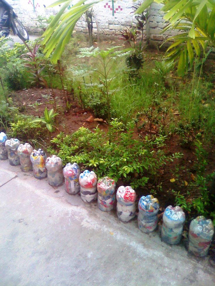 Caminos con botellas plasticas reciclar contenedores - Contenedores de reciclar ...