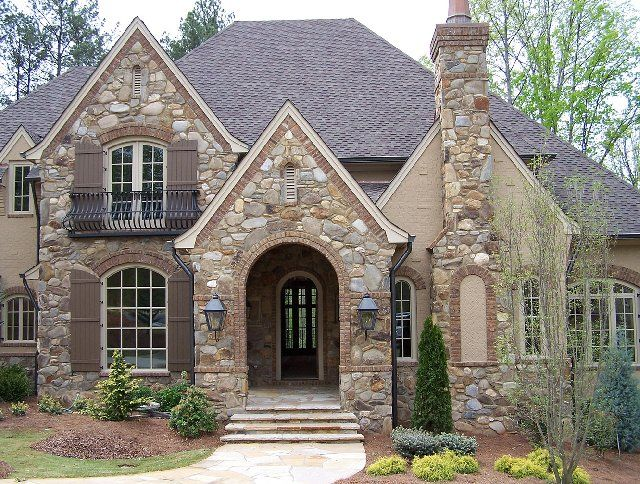 Smokey mountain river rock with light buff mortar joints for Rivendell cottage house plans