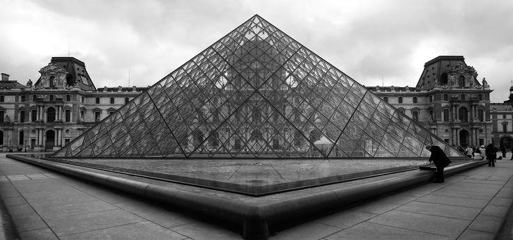 panoLouvrePyramid-BW-2016-Ello-web.jpg