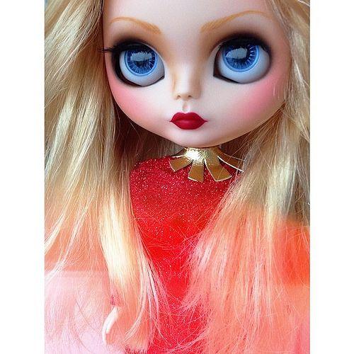 New hairstyle... How do I look? #erregiro #erregirodolls #erregirophotography #blythe #doll #boneca #muñeca #custom #carving #sand #makeup #sculpt #maquillaje #faceup #haircut #book #libro #art #arte #igers  #doll #muñeca #boneca #custom #customizer #maquillaje #makeover #makeup #faceup #diseño #design #art #arte #eyeshadow #blusher #sombradeojos #colorete #ig
