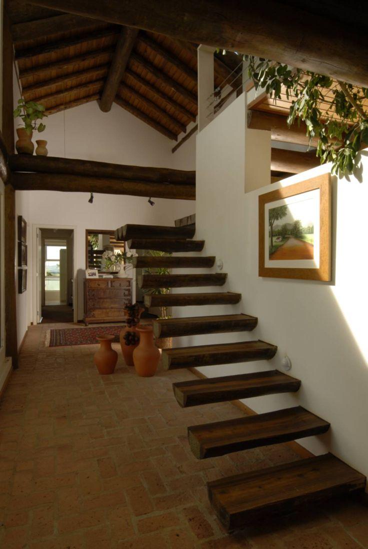 Carmen Saraiva Arquitetura の ラスティックな 廊下&階段