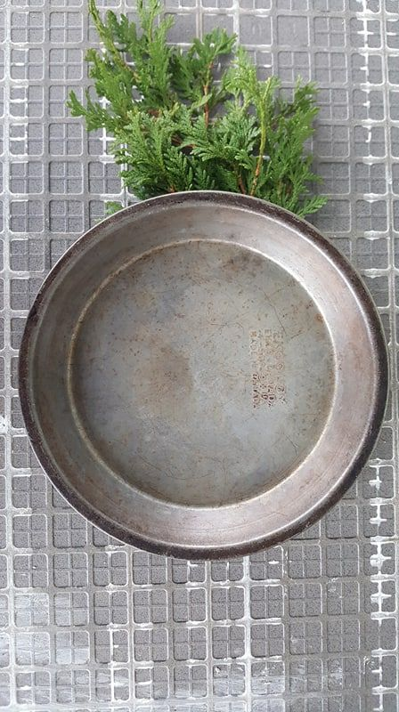 scandinavian Christmas assiette a tarte, pie plate pan vintage. Buy many for buffet presentation...
