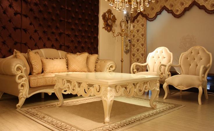 İstenilen ölçü ve renklerde üretilen Oscar klasik koltuk takımı, italyan mobilyası tarzında üretildi.  http://www.asortie.com/koltuk-199-Oscar-Klasik-Koltuk-Takimi