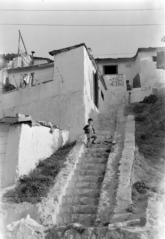 Barcelona gitana Passatge de la Vinyeta. Montjuïc, 1960. AFB. J. Léonard