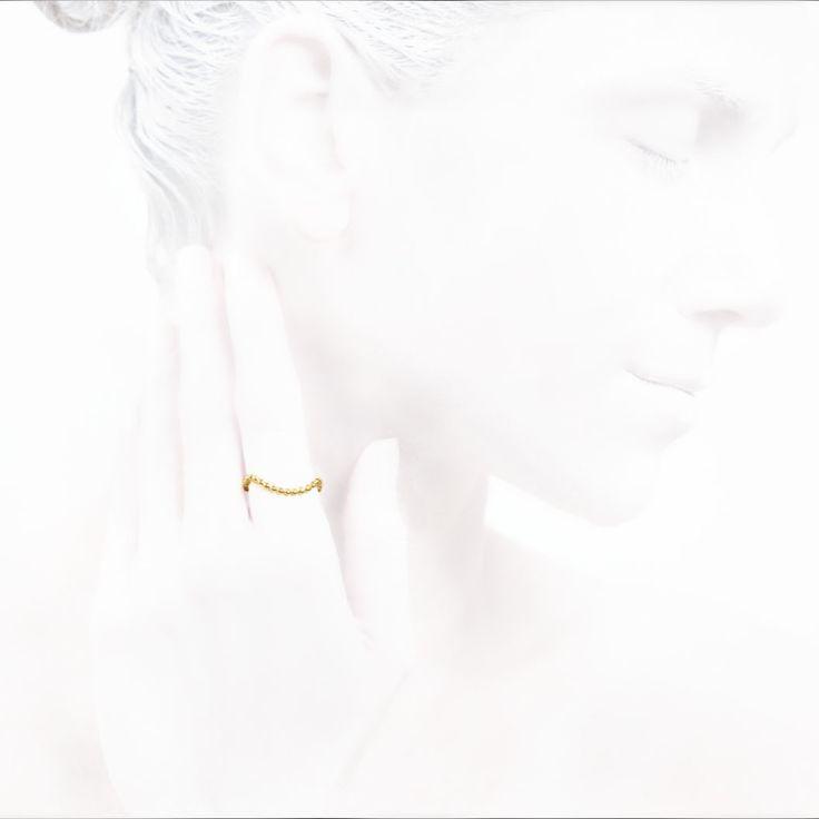 'Elegancy in White' Luck Collection #leifoojewelry jewelry # jewelryinspirations #fashion #photography #fashion blogger #catwalkavenuebyandrea #PhotographybyMichaelaVallachova # Artistic # awesomework # Geisha #ring